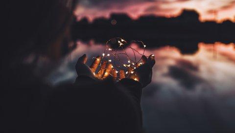 Гирлянда, руки, свет, размытие