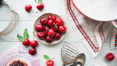 Вишня, ягоды, тарелка