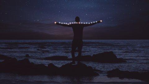 Парень, ночь, звездное небо, море, свет
