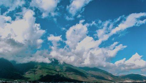 Горы, туман, озеро