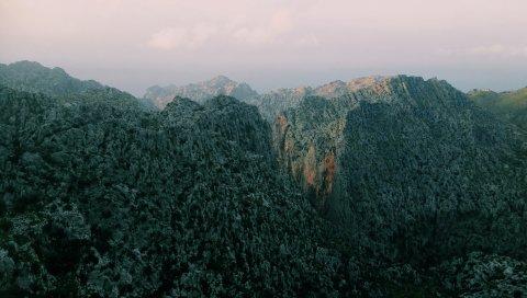 Горы, камни, вершина
