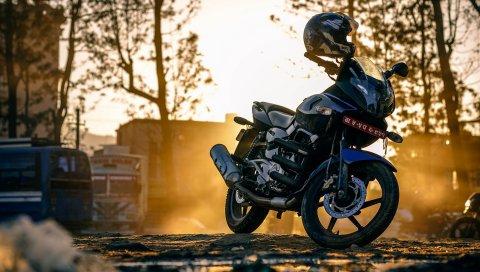 Мотоцикл, шлем, улица