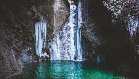 Водопад, озеро, гора