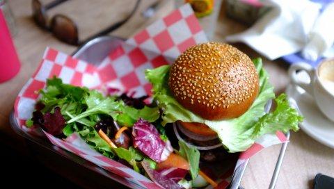 Гамбургер, овощи, фаст-фуд