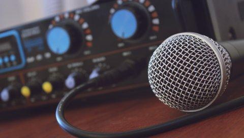 Микрофон, музыка, усилитель