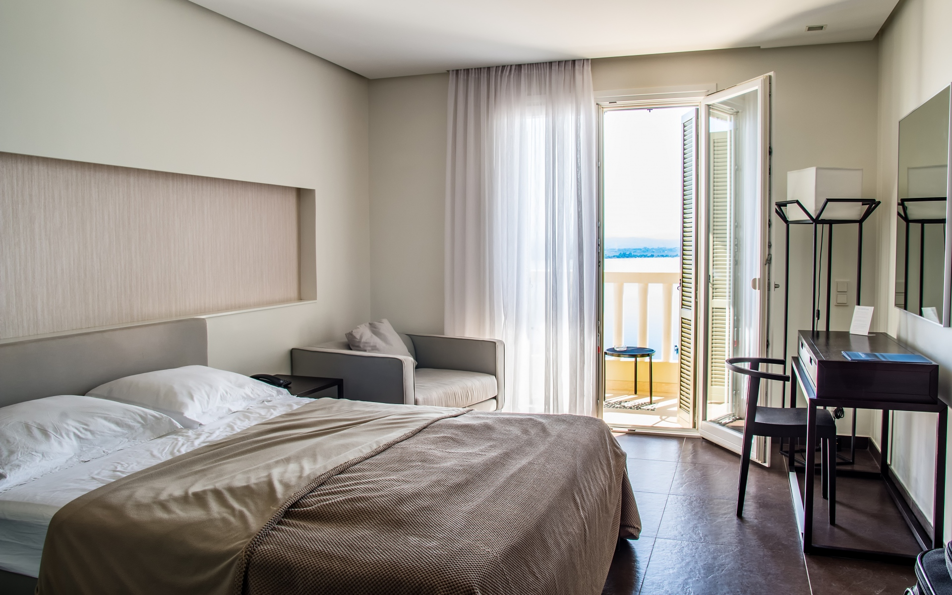 Картинки Комната, кровать, балкон, мебель, дизайн фото и обои на рабочий стол