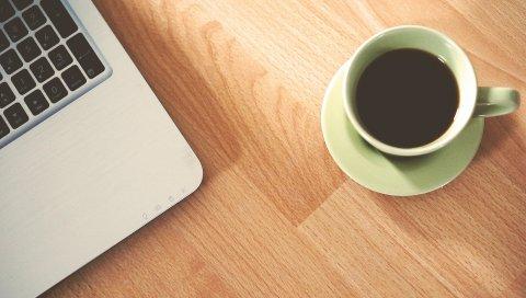 Macbook, яблоко, чашка, кофе
