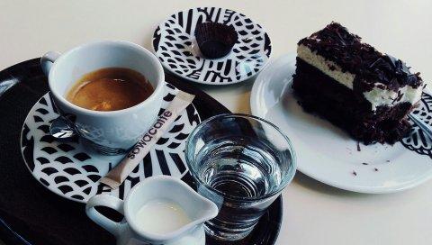кофе, торт, печенье, молоко