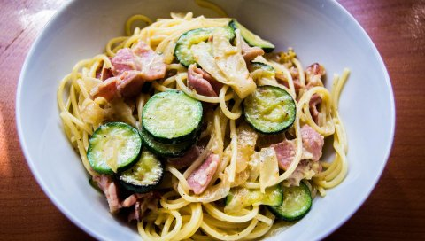 Карбонара, спагетти, соус, мясо, овощи
