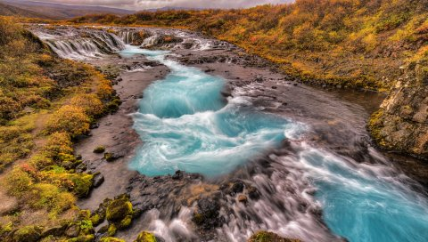 Река, поток, камни, мох