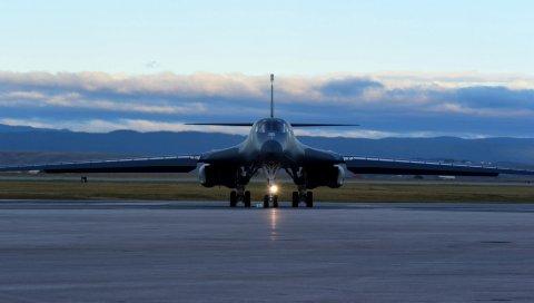 Бомбардировщик, b-1b, lancer, взлетно-посадочная полоса, самолет
