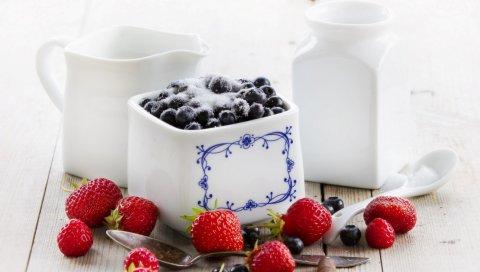 Клубника, черника, ягоды, сахар, посуда