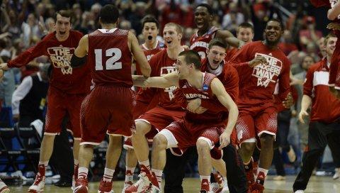 Висконсинские барсуки, против, дикие кошки Аризоны, баскетбол висконсина, элита 8, финал четырех 2015 года, франк Каминский, сам деккер