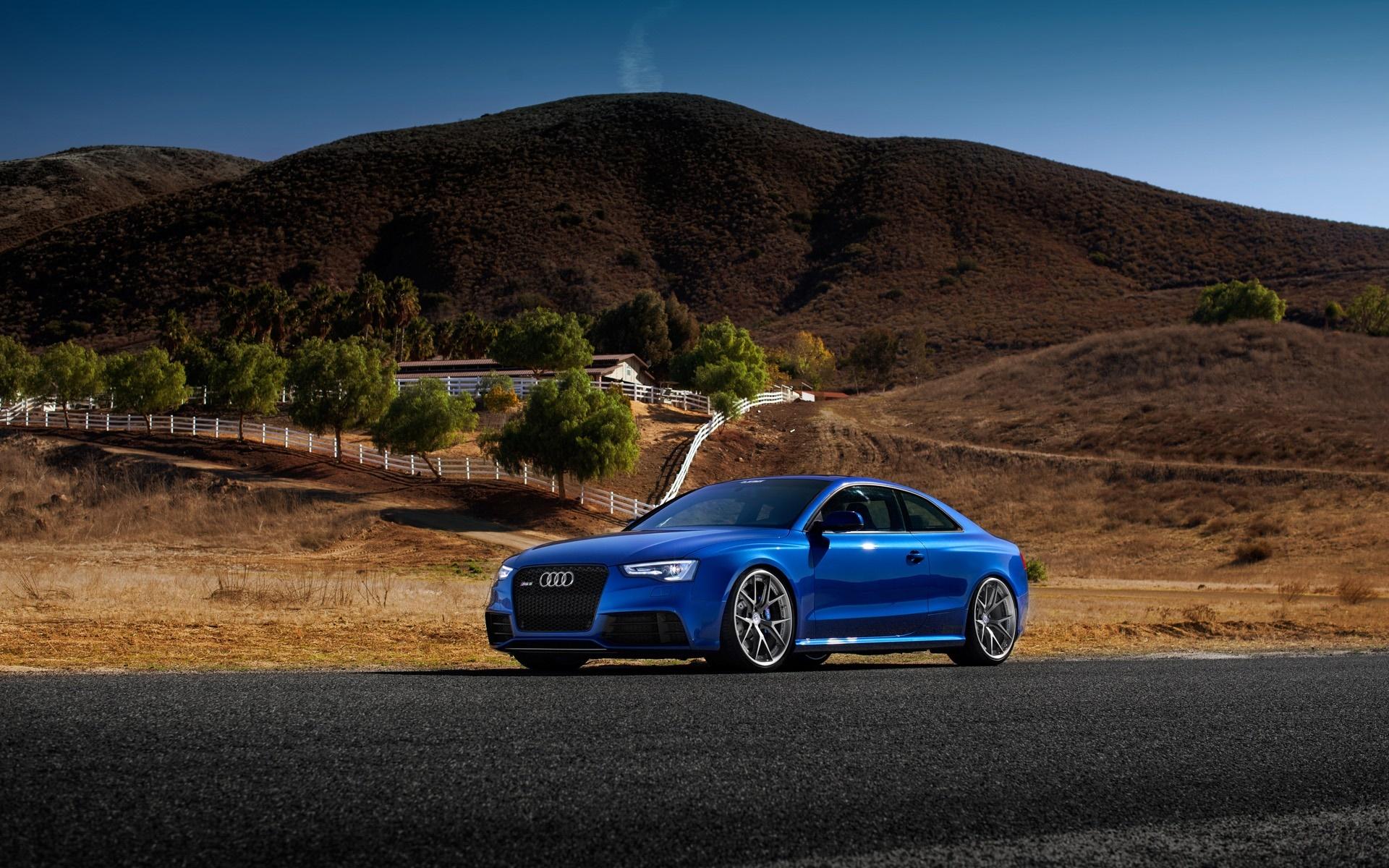 голубая Audi  № 2421745  скачать