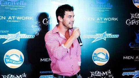 Марио Касас, актер , фестиваль, шоу, микрофон