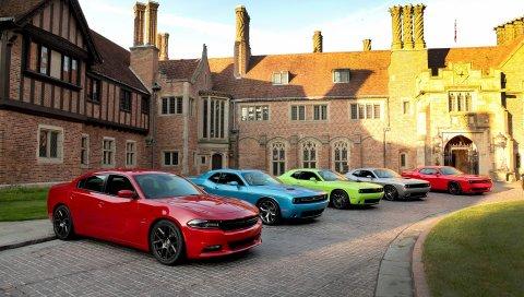 Двор, 100-й, автомобили, юбилей, увертка, соперник, зарядное устройство, 2015, srt, rt, hellcat