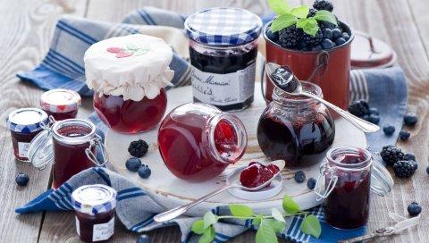 варенье, ягоды, черника, ежевика, блюда, ложки, банки