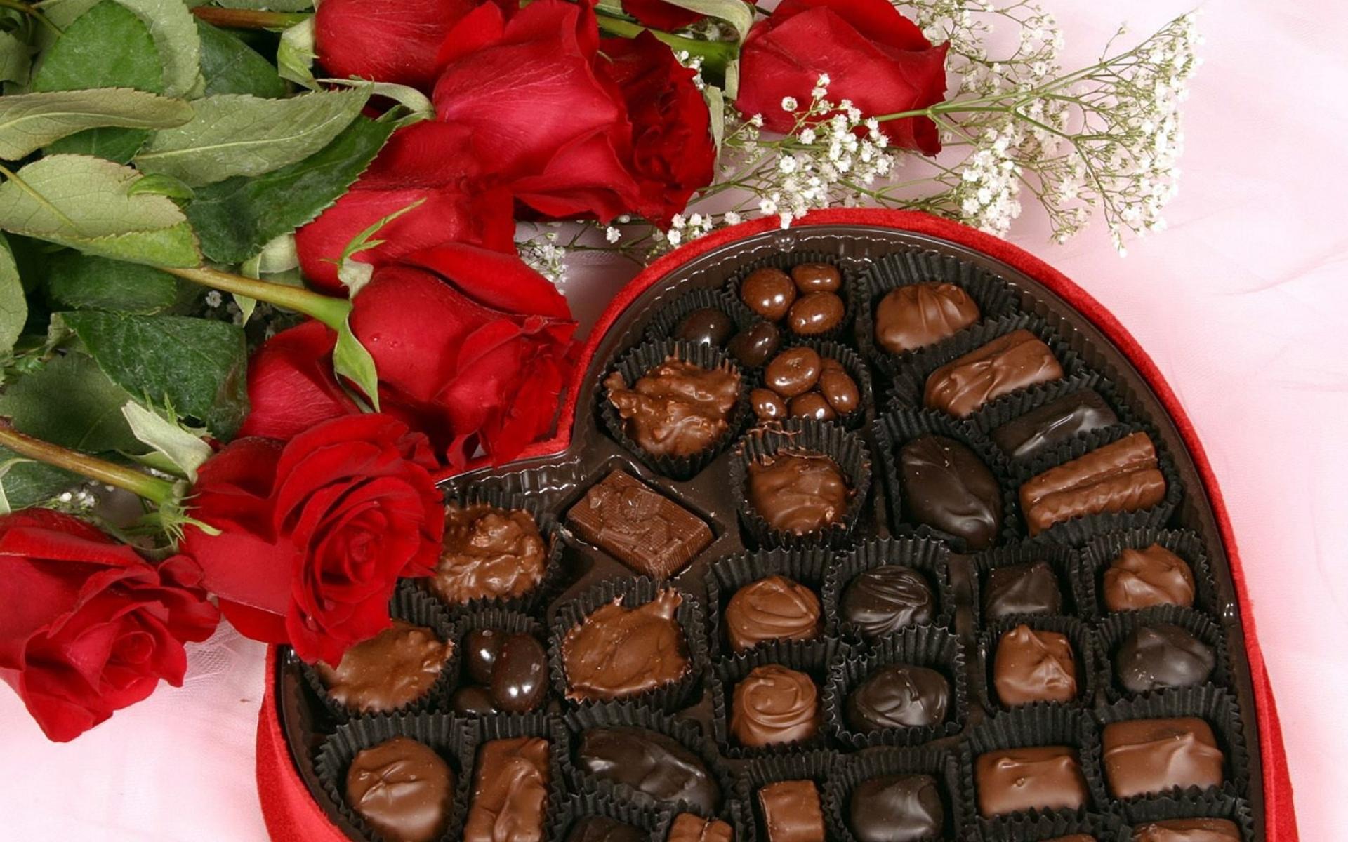 Подпись открытке, цветы и конфеты картинки