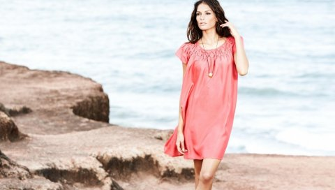 брюнетка, девушка, платье, пляж, море