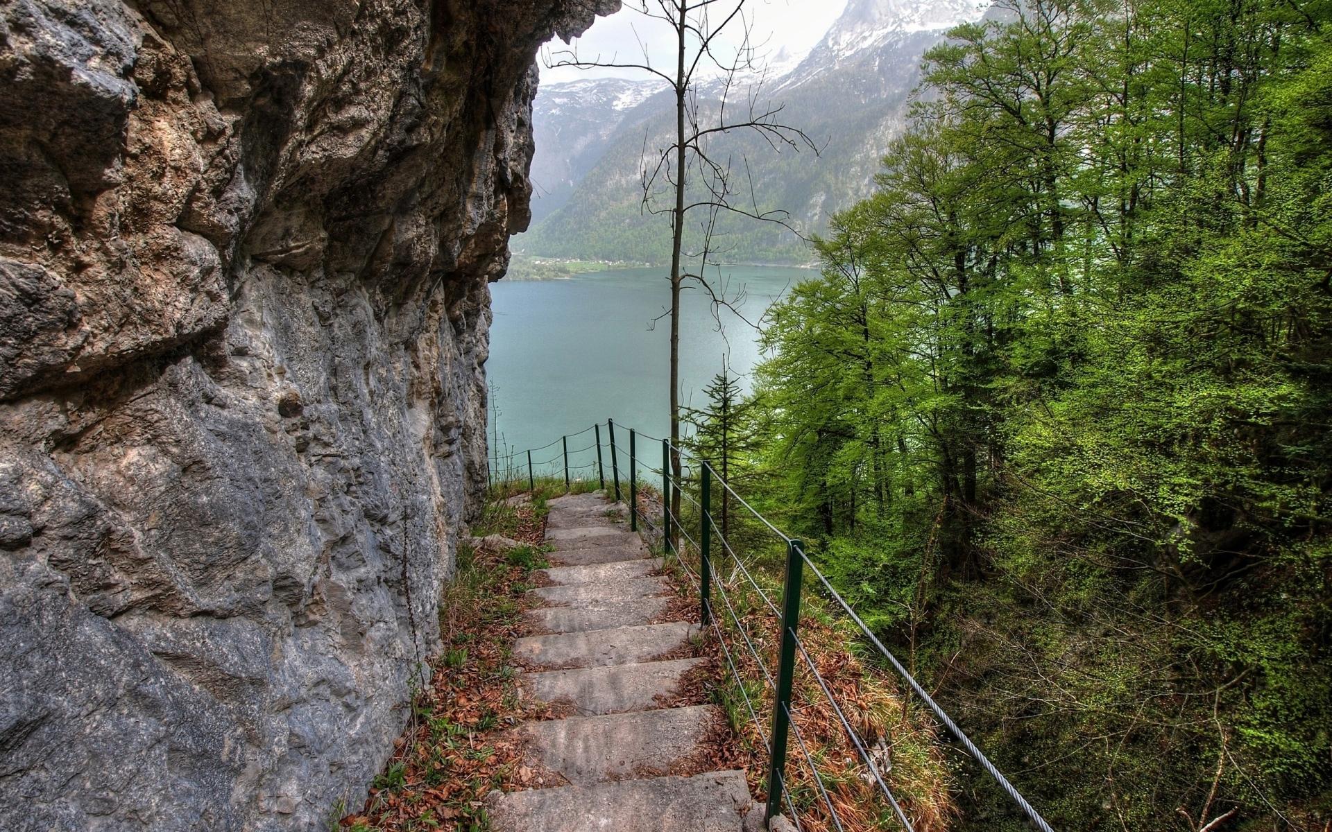 Картинки гора, озеро, камень , склон, ступеньки, деревья фото и обои на рабочий стол