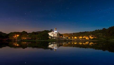Здание, ночь, небо, озеро