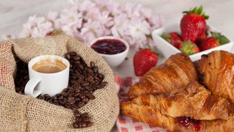 кофе, завтрак, чашка, пить, мешок зерна, круассаны, бублики, варенье, клубника, цветы