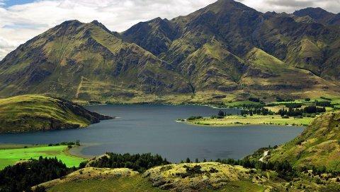 Горы, небо, трава, озеро