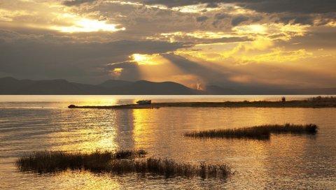 Горы, озеро, лодка, закат, золото
