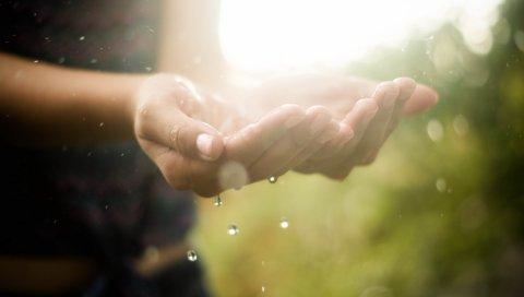 Руки, капли, вода, макро, свет