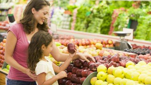 матери, дочери, фрукты, яблоки, супермаркет, выбор, покупка