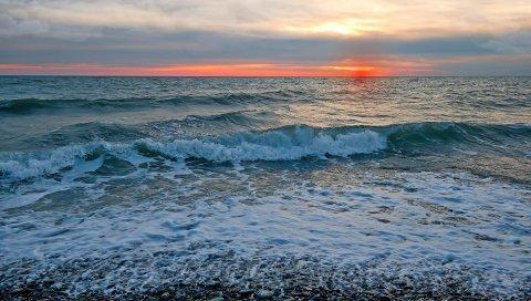 Море, небо, волны, закат