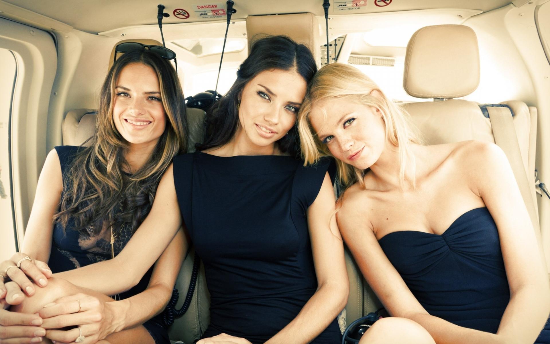 Трое девушек фото, смотреть онлайн чувственный порнограф