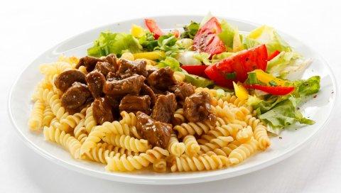 Блюдо, макароны, говядина, мясо, салат, помидоры