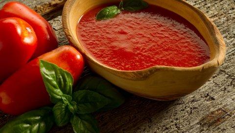 помидоры, сок , кухонная утварь, листы, стол