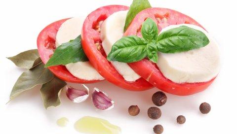 помидоры, маргарин, листья,белый фон
