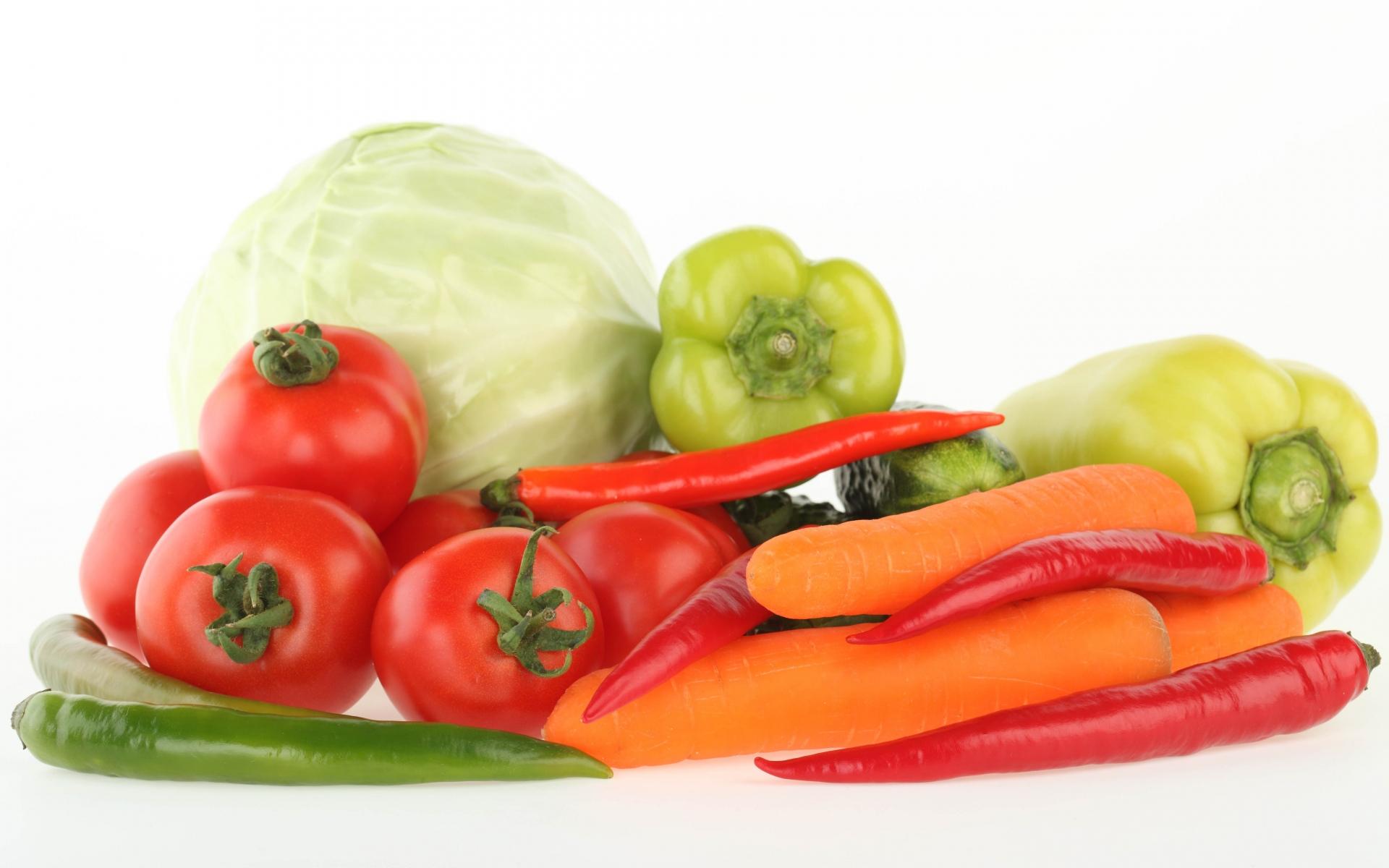Картинки Etables, гроздь, морковь, помидоры, перец, капуста, набелом фоне фото и обои на рабочий стол
