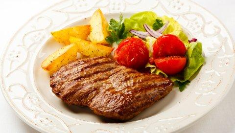 мясо, овощи, бифштекс, приготовленный нагриле, зелень, картофель