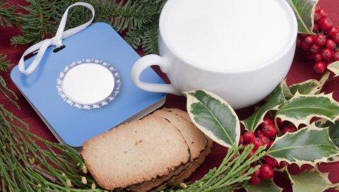 молоко, чашка, печенье, Рождество, падуб, ветка, сосна, листья, ягоды