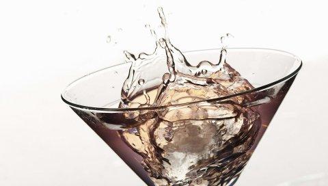 мартини, белый фон, брызги