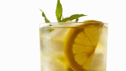 лед, лимон,белый фон