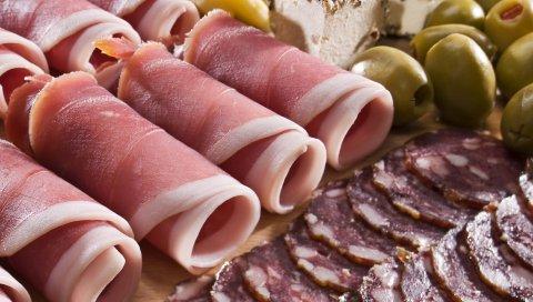 колбаса, мясо, бекон, оливки, сыр, ломтики