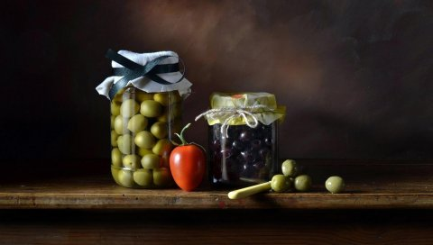 Банки, стекло, ягоды, оливки, натюрморт