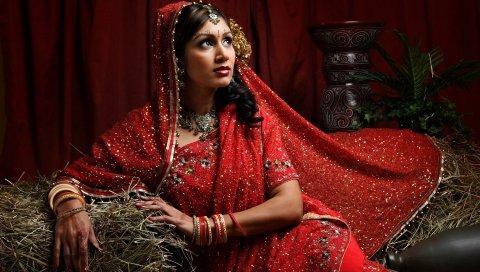 Индийский, сено, платье, брюнетка, карие глаза