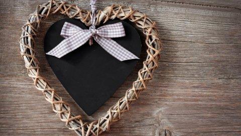 Сердце, корона, ткань, дерево