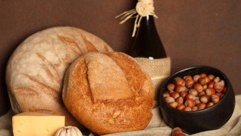 горшок , орехи, сыр, чеснок, хлеб,