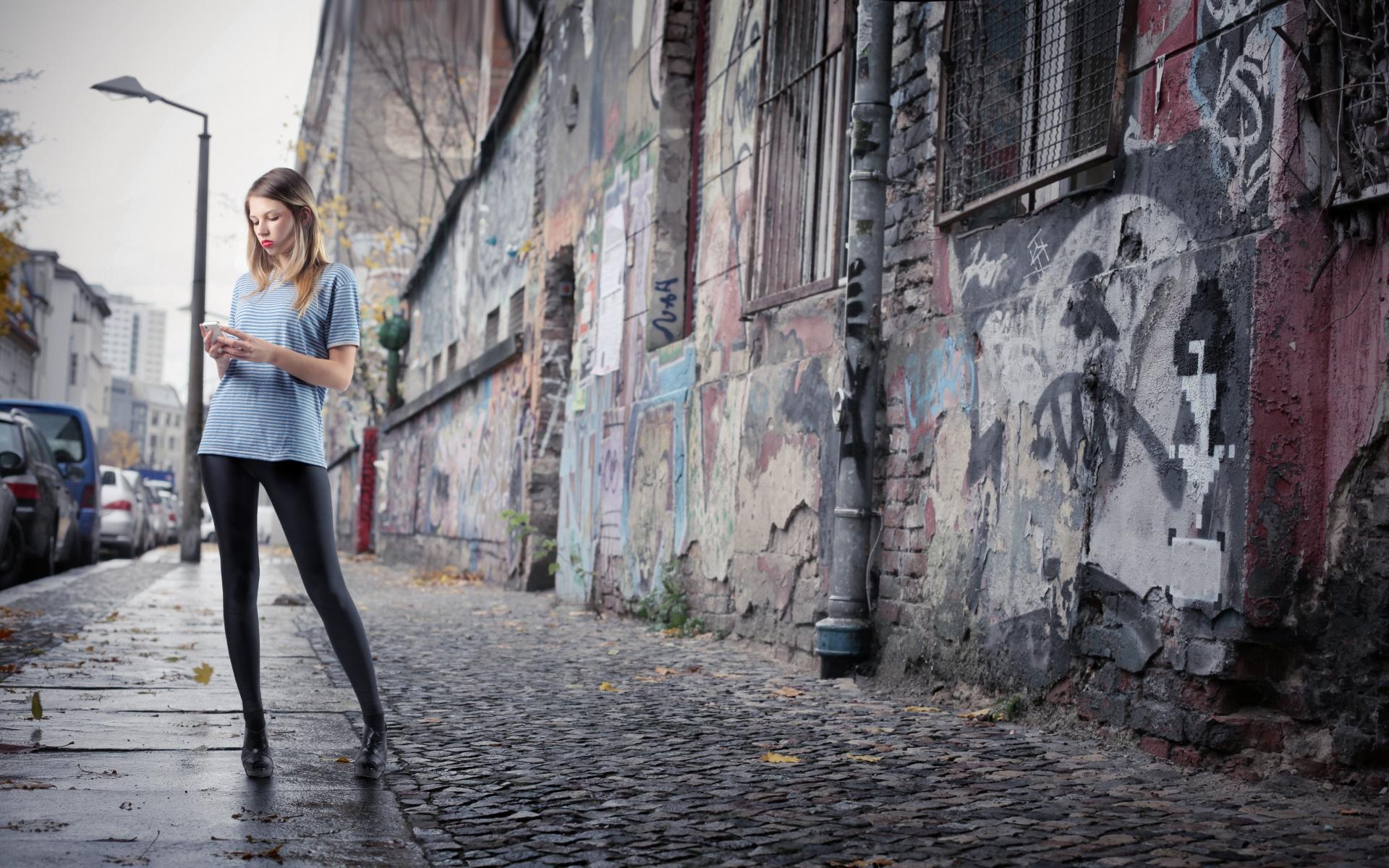 Картинки девушка, осень, город тротуар фото и обои на рабочий стол