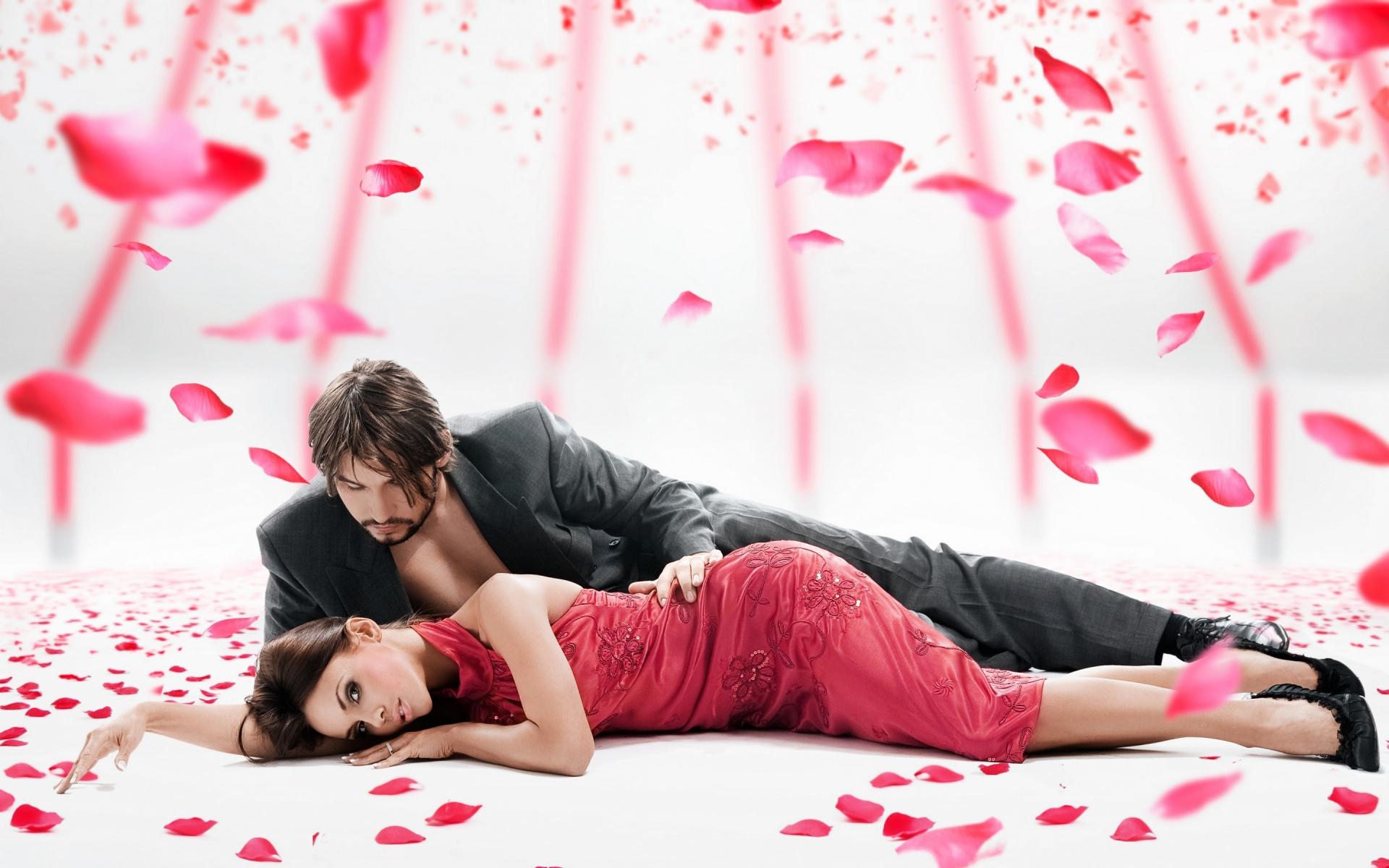Картинки девушка, парень, розы, лепестки, романтичный фото и обои на рабочий стол