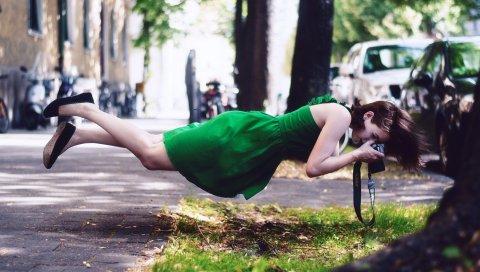 брюнетка, трава, девушка, улица