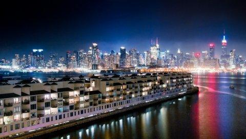 ночь, огни, большой город, небоскребы, вода, отражение, океан, полночь, причалы, пирсы