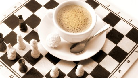 Кофе, чашка, пена, шахматная доска, фигуры